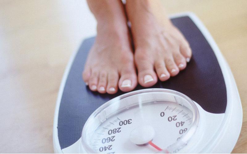 Đưa cơ thể lên cân mỗi sáng 1 lần