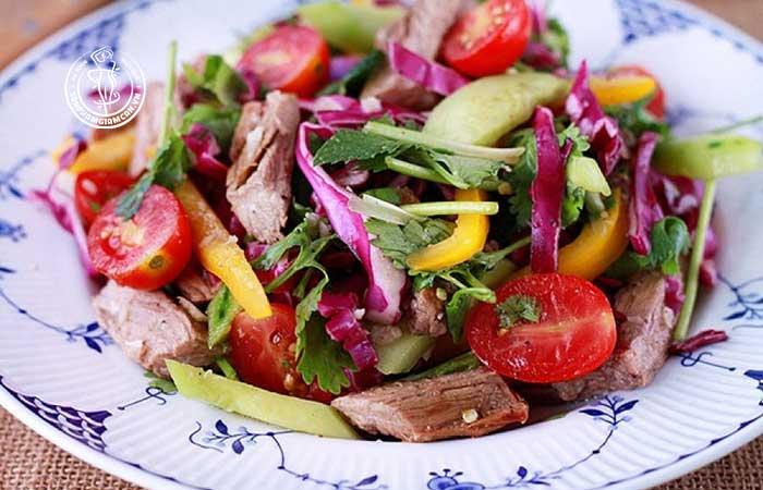 Salad rau củ với thịt bò rất tốt cho việc giảm cân
