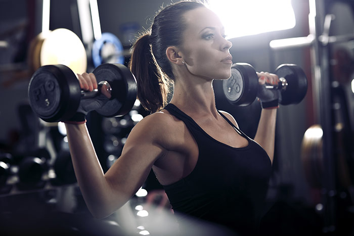 Cách giảm cân trong một tuần - Nâng tạ nhiều hơn