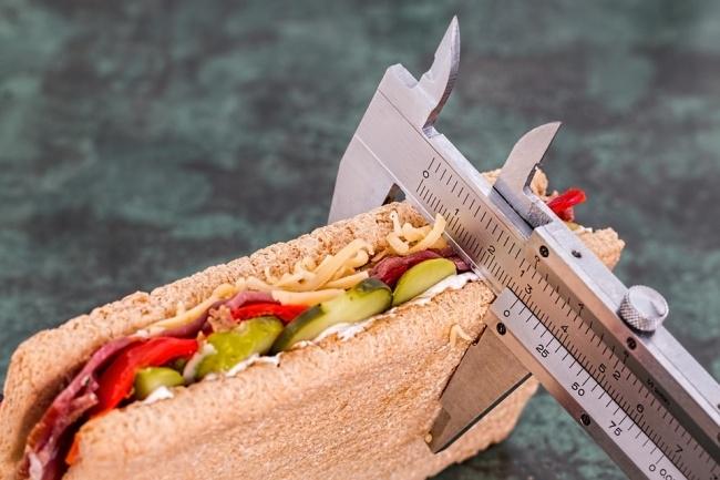 Kiểm soát việc ăn uống nhưng không nên quá khắt khe