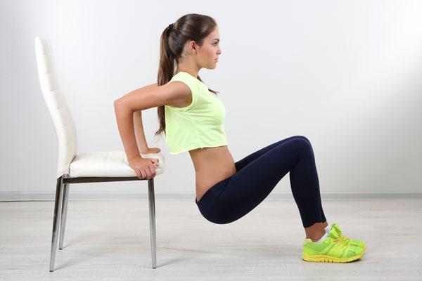 Động tác đẩy ngực giảm béo vai và lưng