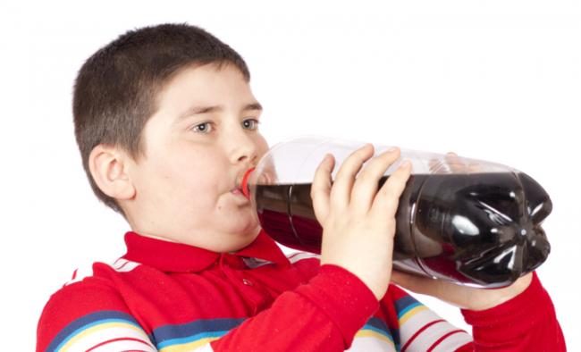 Uống nhiều nước ngọt sẽ khiến trẻ tăng cân nhanh