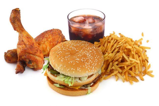 Ăn quá nhiều thức ăn nhanh sẽ khiến trẻ bị béo phì