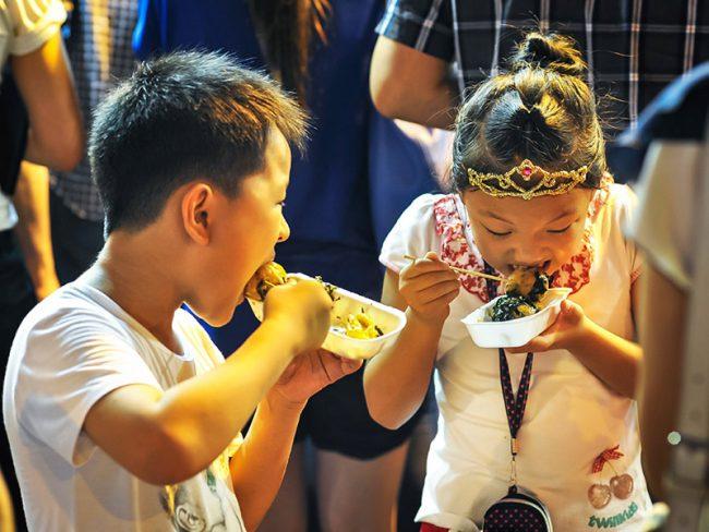 Học sinh rất thích ăn vặt