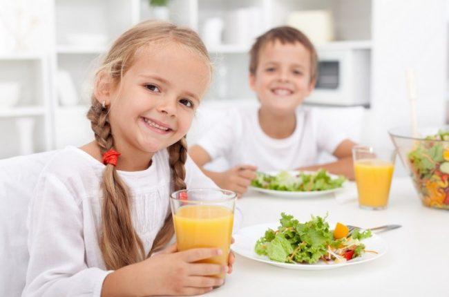 Nên cho trẻ ăn rau củ thường xuyên để bảo vệ sức khỏe và ngăn ngừa nguy cơ béo phì