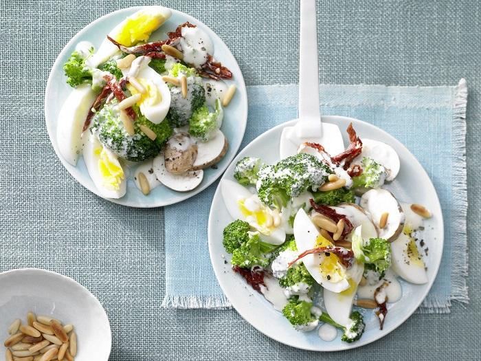Ăn salad rau củ nhiều hơn là tinh bột.