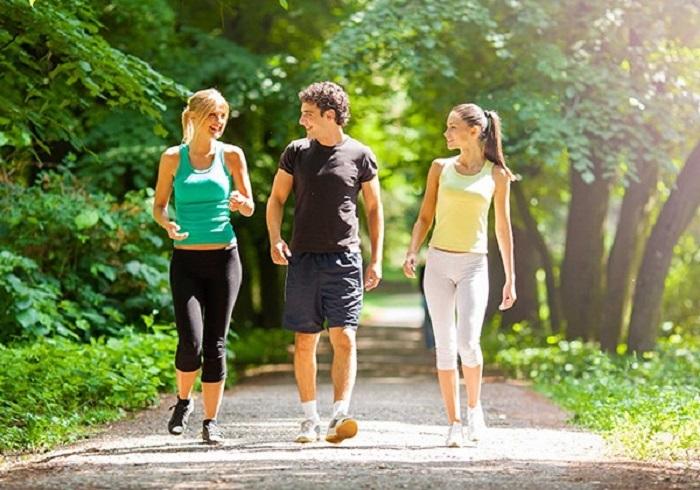 Duy trì bài tập thể dục như đi bộ để đốt cháy calo giảm cân hiệu quả hơn.