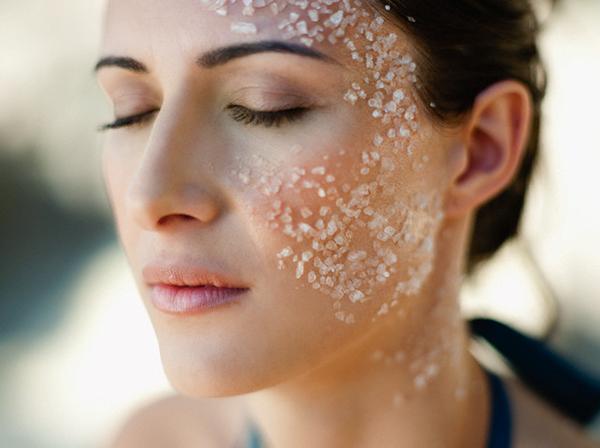Muối giúp giảm mỡ mặt và cằm cực kỳ hữu hiệu
