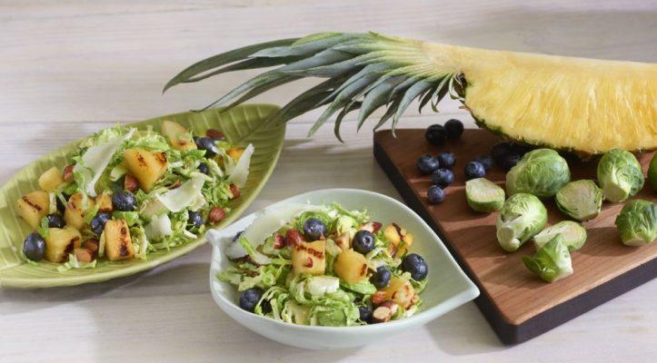 Bữa trưa của ngày thứ 3 kết hợp giữa dứa và xà lách rau mầm