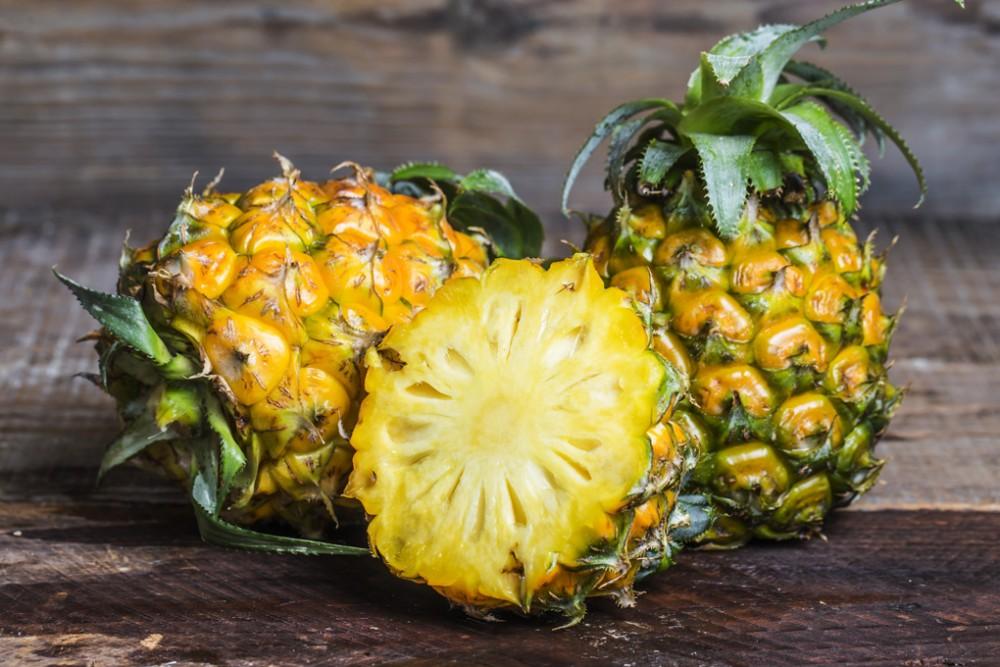 Dứa được xem là một loại trái cây tươi mát và dễ ăn, cũng như được chọn là món tráng miệng cho những cô nàng muốn giảm cân nhanh chóng