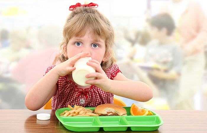 Kiểm soát lượng calo hàng ngày của trẻ