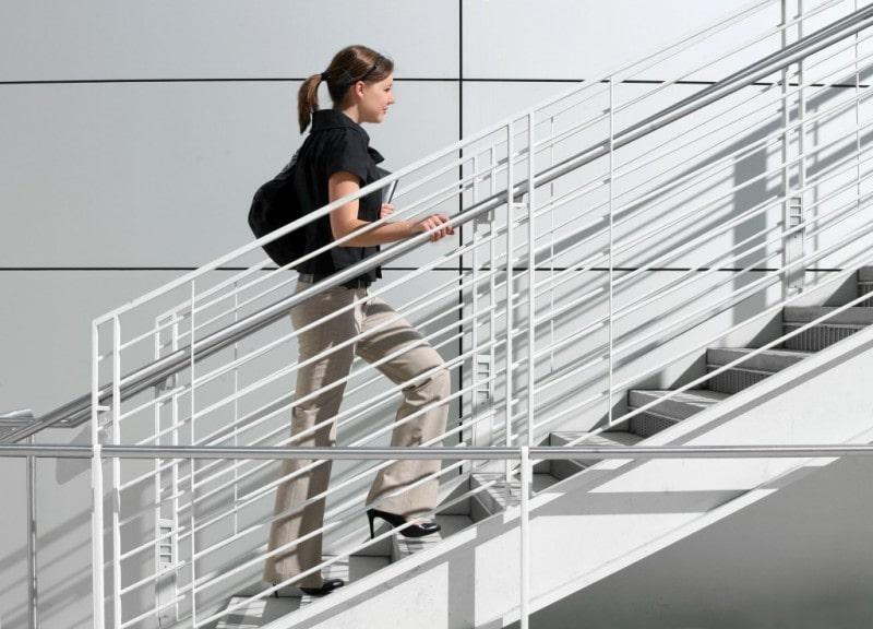Leo cầu thang giúp cơ thể khỏe hơn và đốt mỡ tốt hơn