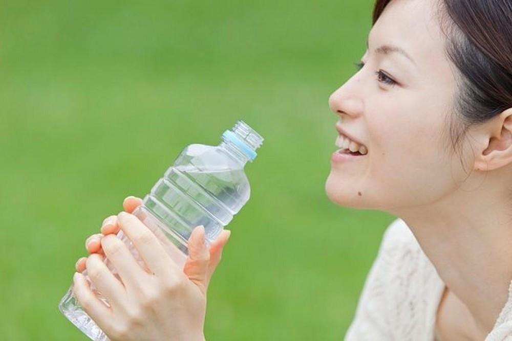 Uống nhiều nước làm bạn có cảm giác no