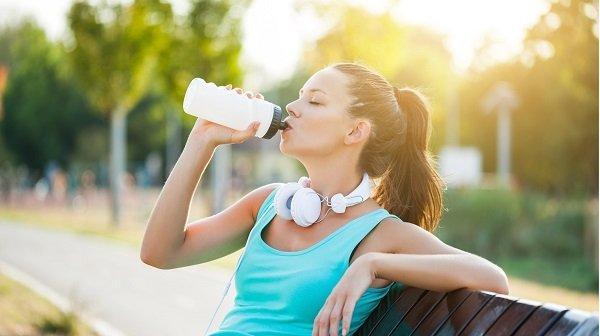 giảm cân tại nhà cho học sinh: Uống đủ nước