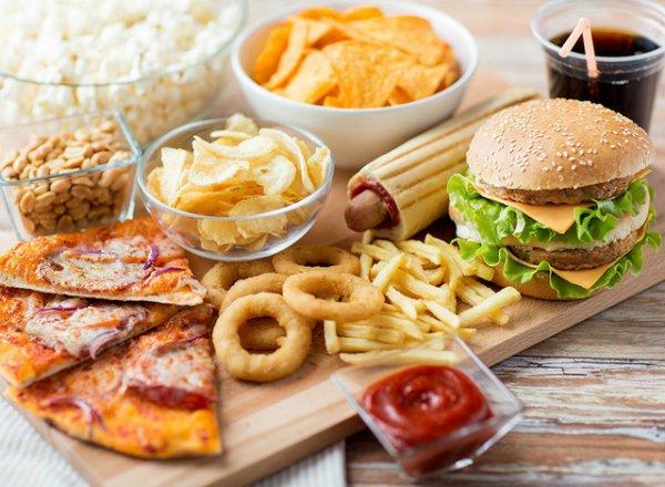 Ít ăn thức ăn nhanh chính là một cách giảm cân tại nhà cho học sinh