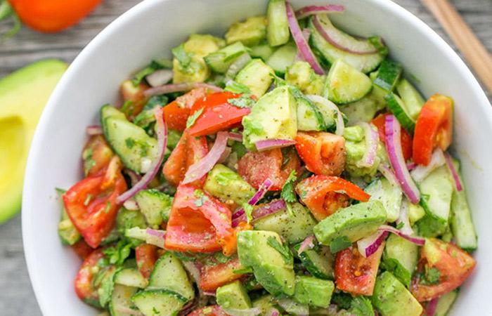 Salad bơ với cà chua đặc biệt dễ làm và dễ sử dụng