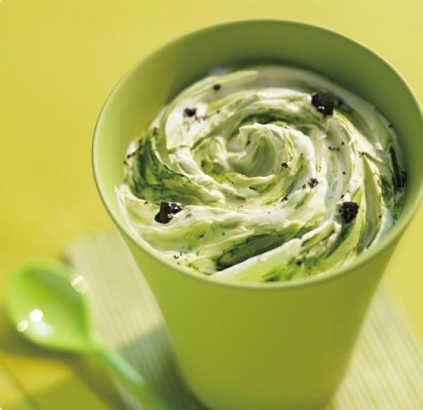 Sữa chua kết hợp bột trà xanh