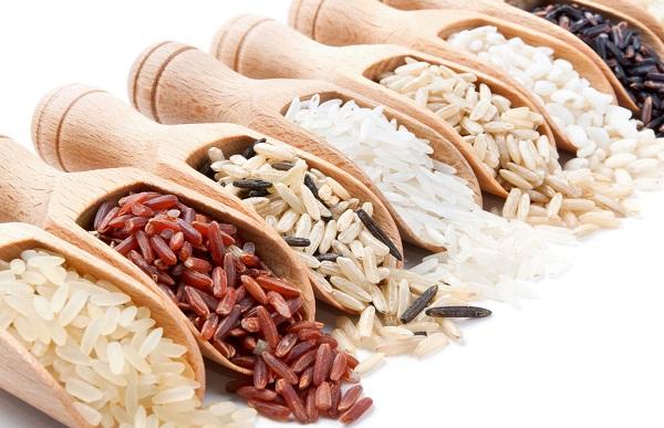 Khi chọn gạo lứt nhớ chú ý chọn loại hạt dài và nguyên cám