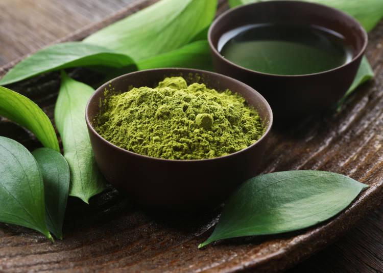 Nghiền lá chè là bước cuối cùng để tạo ra bột trà xanh Matcha