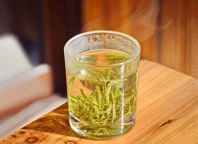Pha trà Long Tỉnh khá đơn giản